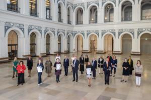"""Der """"Helga-Stödter-Preis der Handelskammer Hamburg"""" wird unterstützt von den Frauenorganisationen EWMD, FIM, VdU und den fünf Hamburger Zonta Clubs"""