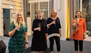 Jeanette Gonnermann, Geschäftsführerin der Handelskammer Hamburg, mit Ulrike v. Sobbe, Ulrike Teschke und Birthe Böckel-Stödter, Helga Stödter-Stiftung